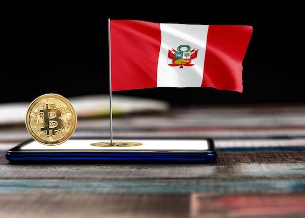Bitcoin peru auf der flagge von peru. bitcoin-nachrichten und rechtslage im peru-konzept.