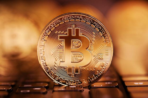 Bitcoin steht wunderschön auf den tasten
