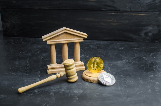 Bitcoin und das gerichtsgebäude. das konzept der legalisierung von bitcoin und kryptowährung