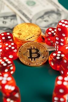Bitcoins, dollars und würfel.