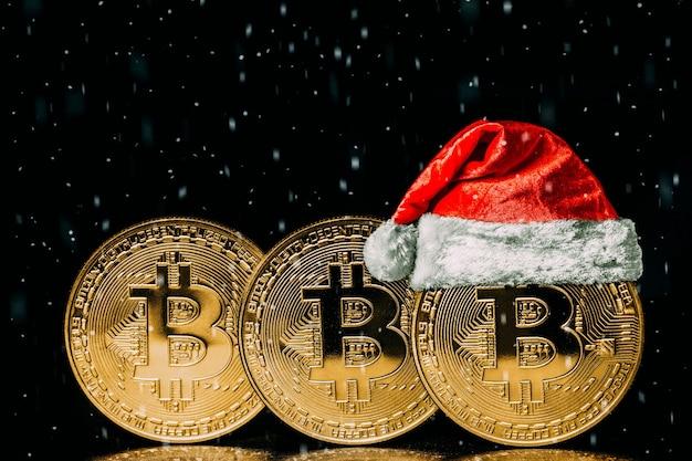 Bitcoins mit weihnachtsmütze