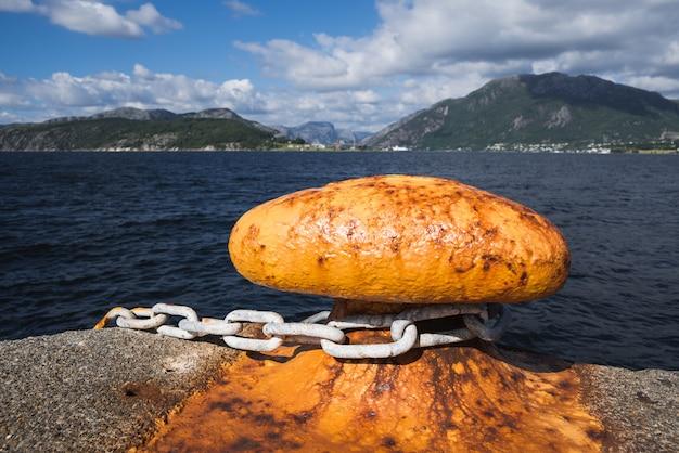 Bitt auf dem dock in norwegen