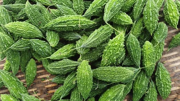 Bitterer kürbis grünes gemüse kräuter für antioxidans
