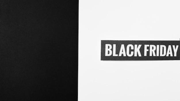 Black friday inschrift auf schwarzem papier decke