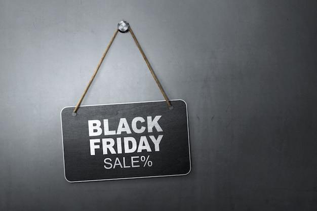 Black friday-rabatt-verkaufsmitteilung geschrieben auf hängende tafel