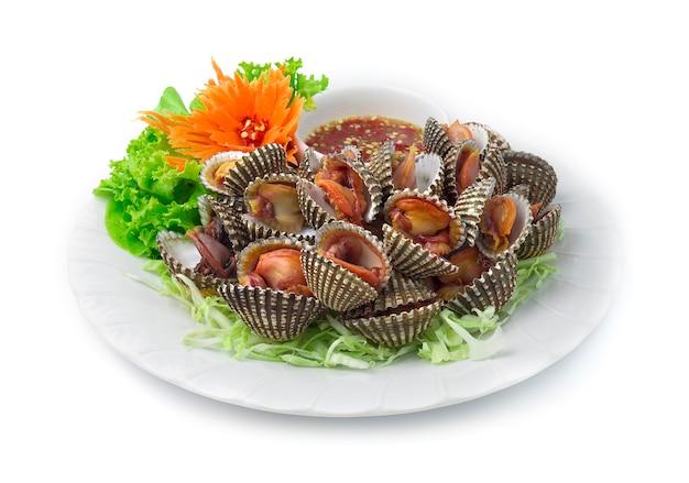 Blanchieren gedämpfter herzmuscheln (gekochte frische herzmuscheln)