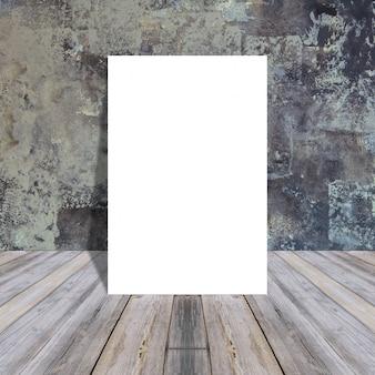 Blank papier auf holzuntergrund
