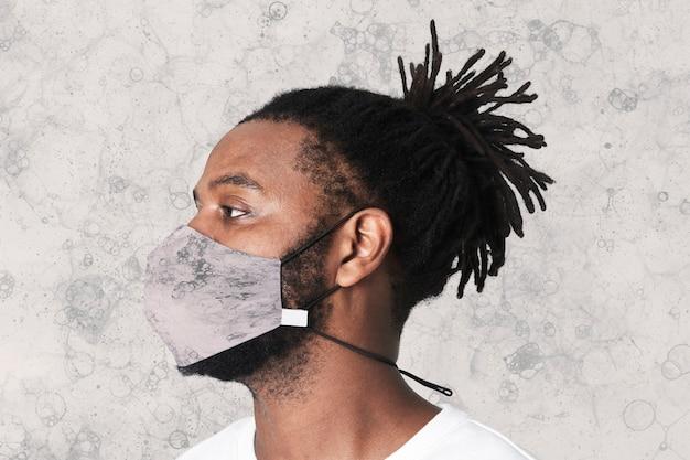 Blase mit kunstdruckmaske die neue normale, essentielle diy-kreativkunst