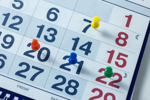 Blatt eines kalenders und einer stiftnahaufnahme