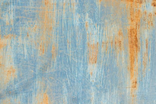 Blau lackiertes metall mit rostiger, schäbiger textur. vintage weinlesehintergrund des alten schmutzes