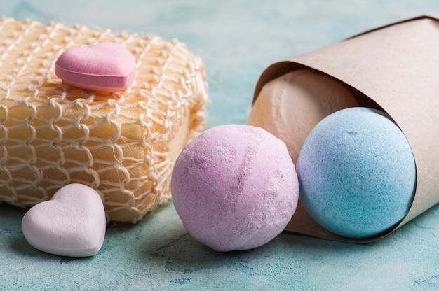 Blau-, vanille- und erdbeerbadebomben