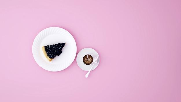 Blaubeerkäsekuchen und lattekunstkaffee auf rosa - wiedergabe 3d