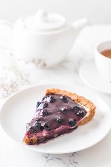 Blaubeerkuchen mit Tee