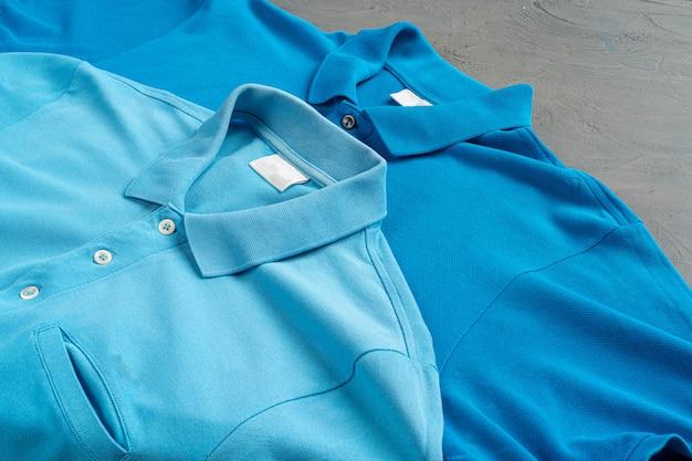 Blaue baumwollpolo-t-shirt textur schließen oben