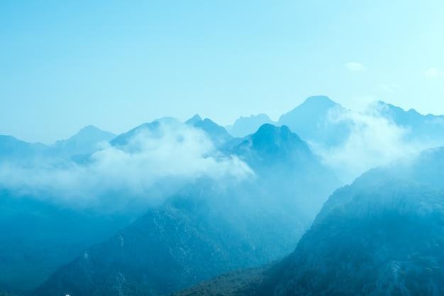 Blaue berge in der türkei antalia