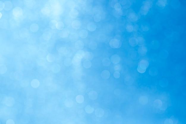 Blaue bokeh abstrakte beschaffenheit. verschwommenes helles licht in der nacht.