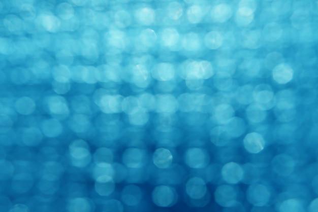 Blaue bokeh abstrakte textur. verschwommenes helles licht in der nacht.