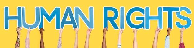 Blaue buchstaben, die die wort menschenrechte bilden