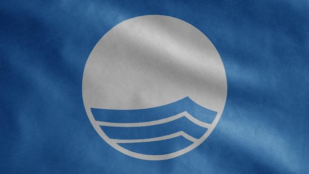 Blaue flagge weht im wind, internationale auszeichnung für strände und yachthäfen. symbol für ökologische strände am meer, banner mit weicher seide
