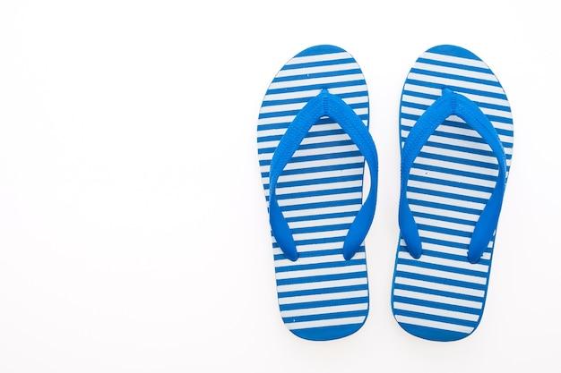 Blaue gestreifte flip-flops