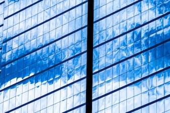 Blaue Glasfenster des Bürohauses für Hintergrund