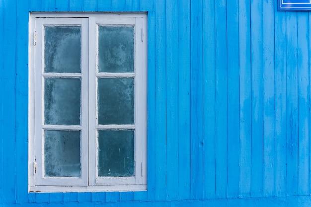 Blaue hölzerne wand