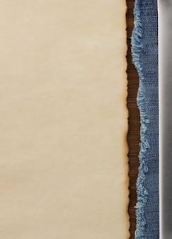 Blaue jeans und alter papierhintergrund