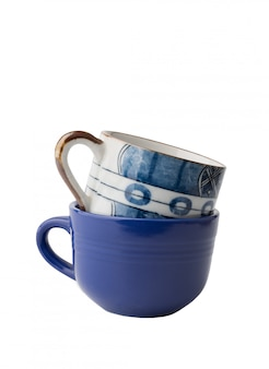 Blaue kaffeetassen lokalisiert auf weiß mit beschneidungspfad