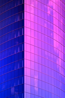 Blaue neonwolkenkratzerecke