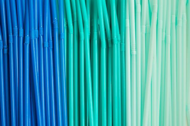Blaue plastikstreuen