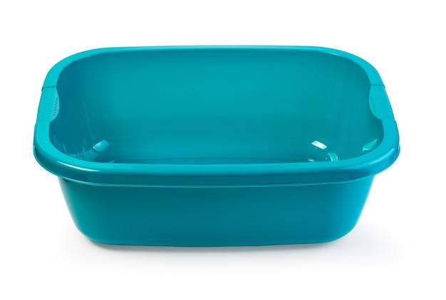 Blaue plastikwaschschüssel auf weißem hintergrund mit beschneidungspfad