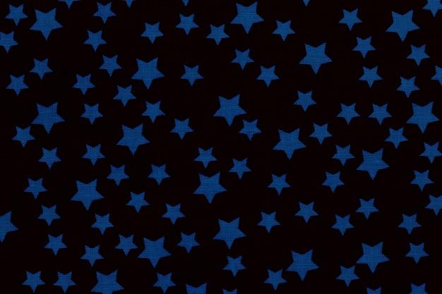 Blaue sterne auf schwarzer leinwand baumwollstruktur