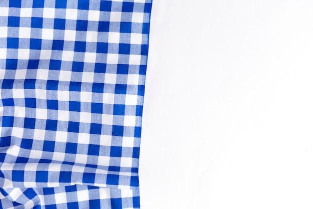 Blaue tischtuchbeschaffenheit auf weißem hintergrund
