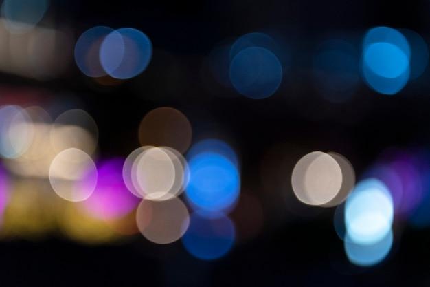 Blaue und rosa bokeh-lichter