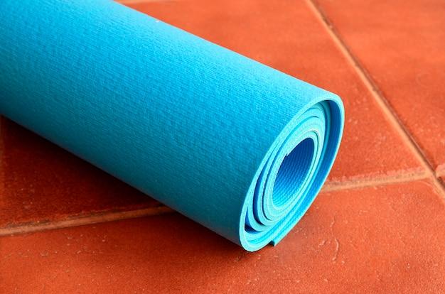 Blaue yogamatte