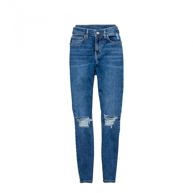 Blaue zackige jeans auf einem weißen hintergrund. kleidungskonzept. flach liegen. isolieren