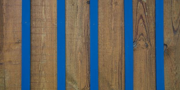 Blauer brauner holzwand gestreifter hintergrund der weinlesestrand von holzplanke