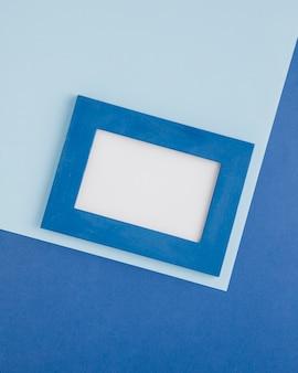Blauer dekorativer rahmen auf blauem hintergrund
