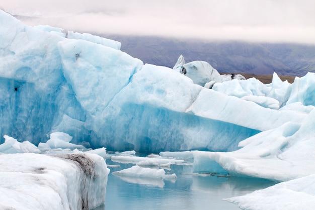 Blauer eisberg