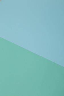 Blauer, grüner hintergrund, farbiges papier unterteilt sich geometrisch in zonen