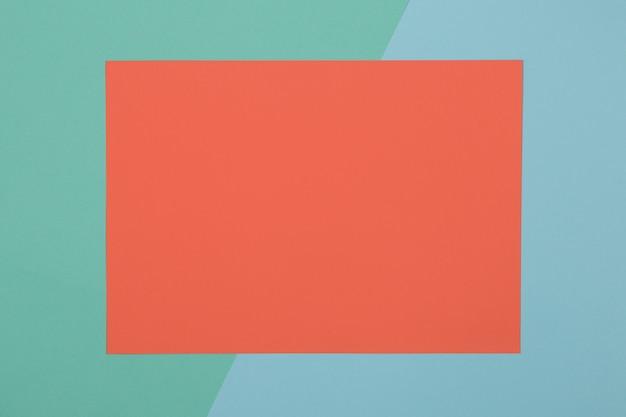 Blauer, grüner und orangefarbener hintergrund, farbiges papier unterteilt sich geometrisch in zonen