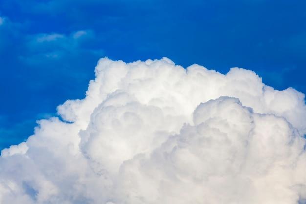Blauer himmel mit wolken am tag die wolken am himmel