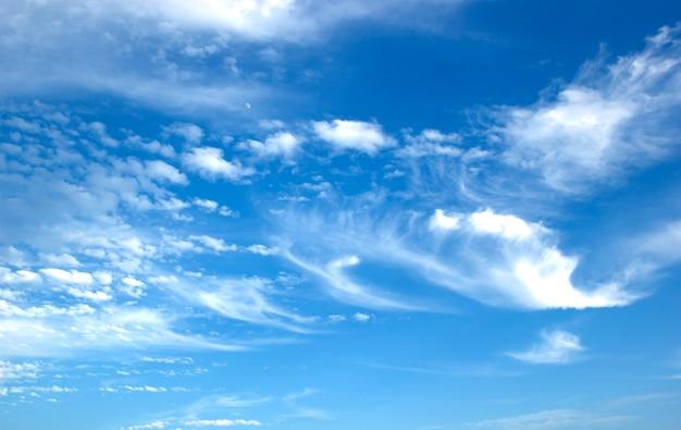 Blauer himmel weiß bewölkt abstrakte natur