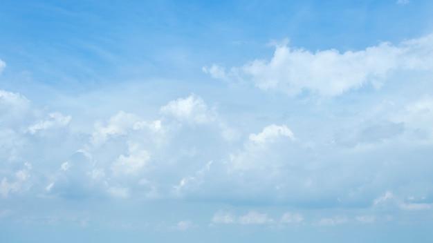 Blauer himmel wolken