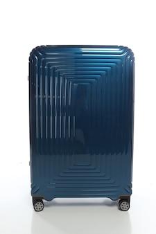 Blauer koffer auf weißem hintergrund