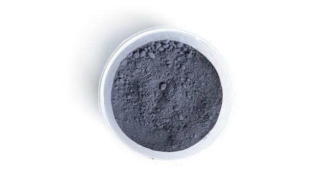 Blauer matcha-pulvertee isoliert.