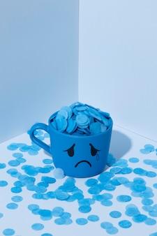 Blauer montag mit tränenreichem becher
