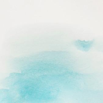 Blauer pinselanschlag auf weißem hintergrund