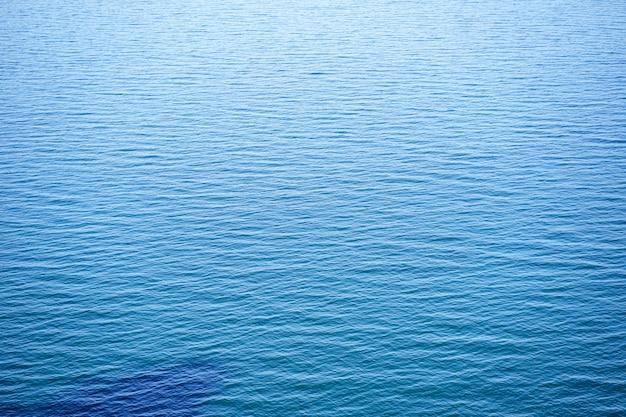 Blauer ruhiger gekräuselter meereshintergrund