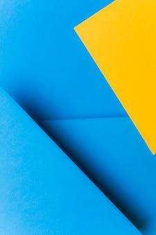 Blauer und gelber papierhintergrund der farbe zwei